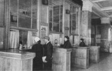 Билетные кассы. Фотографы М. Рыжак, А. Подберезский. Фото в буклете «Одесский вокзал». 1957 г.