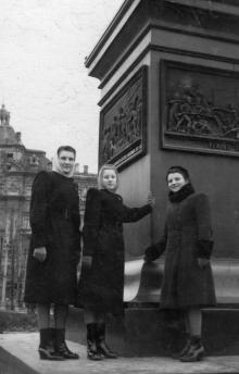 Одесса. У памятника Воронцову. 1950 г.