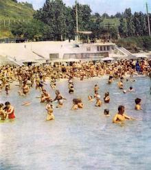 Одесса. Пляж на 10-й станции Фонтана. Фотография в буклете одесских ресторанов. 1970-е гг.