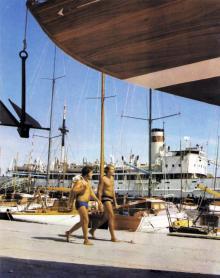 Одесса. Яхтклуб в Отраде. На заднем плане судно «Экватор». Фото в книге «Одесса — Варна». 1976 г.