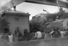 Прыжки с Тещиного моста. Одесса. 1990-е гг.