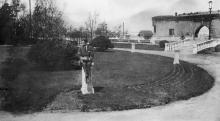 Одесса. В парке им. Шевченко, клумба возле карантинной стены. 1930-е гг.