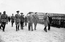 Губернатор Транснистрии Георге Алексяну и премьер-министр Румынии маршал Ион Антонеску на аэродроме в Татарке. Одесса, 29 марта 1943 г.