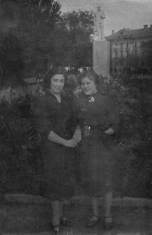 Памятник Ленину на аллее с площади им. Октябрьской революции на ул. Свердлова. 1955 г.