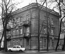 Дом № 37 по ул. Карла Либкнехта, угол Красный пер. 1939—1940, арх. Б.И. Тандарин. Одесса. 1980-е гг.