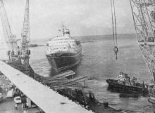 Пассажирский лайнер «Шота Руставели» в Одесском порту. Фото в брошюре «Одесса с моря». 1970 г.