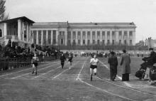 Стадион ОдВО. Чемпионат ОГУ в беге на 100 метров. Одесса. 1950-е гг.