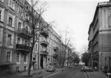 Переулок Чайковского. Слева дом № 12, 1840-е, арх. Д.Б. Скудиери. Одесса. 1980-е гг.