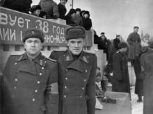 Одесса. У трибун на площади им. Октябрьской революции. 1956 г.