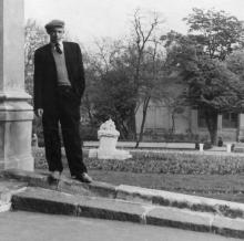 Фонтан-скульптура «Дети и лягушка» со стороны театра оперы и балета. Одесса. 1950-е гг.