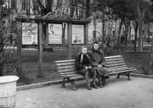 В городском саду, справа видна решетка со стороны ул. Халтурина. Одесса. 1950-е гг.