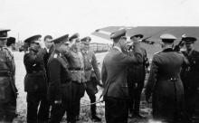 Губернатор Транснистрии Георге Алексяну во время встречи премьер-министра Румынии маршала Иона Антонеску на аэродроме в Татарке. Одесса, 29 марта 1943 г.
