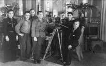 Съемочная группа Одесской киностудии. Второй справа Марлен Хуциев. Одесса. 1950-е гг.