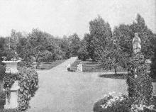 Главный вход на дачу Маразли. Фотография в иллюстрированном путеводителе Вайнера «Одесса». 1901 г.