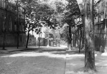 Одесса. Слева дом № 9 по Матросскому спуску, за ним забор стадиона. 1970-е гг.
