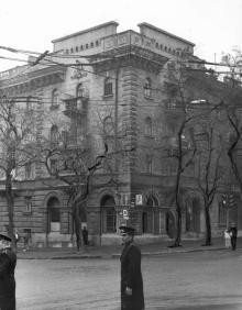 Дом № 21 по ул. Пастера, угол ул. Красной Гвардии. Одесса. 1980-е гг.
