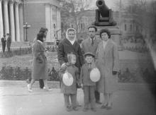 Перед памятником «Пушка». Одесса. 1960-е гг.