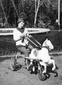 Одесса. Перед фонтаном в городском саду. 1960-е гг.