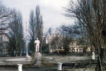 Памятник Сталину в сквере у вокзала. Фото Хорста Коха. 1956 г.