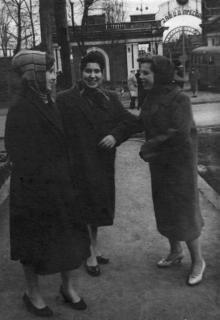 Одесса. У входа на завод прессов. 1950-е гг.