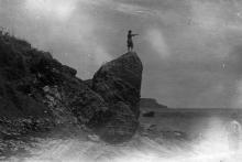 Пляж севернее Дачи Ковалевского, на заднем плане мыс Б. Фонтан. 1930-е гг.