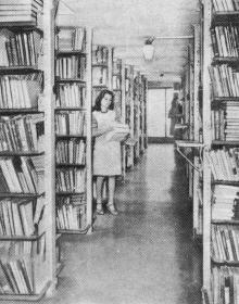 В одном из ярусов книгохранилища. Фото П. Дутко в буклете «Одесская государственная научная библиотека имени А.М. Горького». 1979 г.