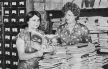 Каждый день в отдел комплектования поступает свыше 300 новых изданий. Фото П. Дутко в буклете «Одесская государственная научная библиотека имени А.М. Горького». 1979 г.