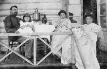 Дачники с газетой «Одесский листок». Одесса. 1900-е гг.