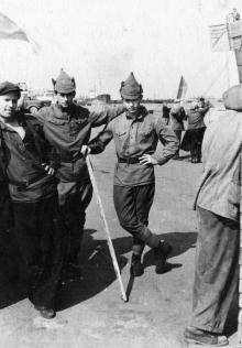 Во время съемок фильма «Капитан «Старой черепахи» в Одесском порту. 1956 г.