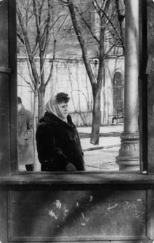 Одесса. В городском саду. Слева каменный забор летнего театра. 1960-е гг.