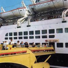 Выдвижной трап (полупортальный передвижной телескопический кран-мост) от морвокзала к морскому лайнеру. Фото в рекламном буклете «Одесский порт». 1970-е гг.