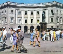 Одесса. На Приморском бульваре, возле памятника Дюку де Ришелье. Фото в рекламном буклете «Одесский порт». 1970-е гг.