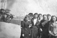 Одесса. На Приморском бульваре возле фуникулера. 1949 г.