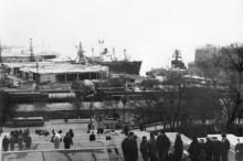Вид на строящийся морвокзал с Потемкинской лестницы. Одесса. 1960-е гг.