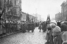 Ул. Воровского, между Ленина и Пушкинской. Слева до № 52, впоследствии лишившийся эркера, справа здание табачной фабрики