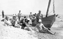 Одесса. На пляже на 12-й станции Фонтана. Фото из личного архива Александра Павловича Сорензона. 1932 г.