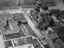 Ул. Пушкинская, справа вверху здание табачной фабрики (на этом месте в 1959 г. будет построен ЦУМ)