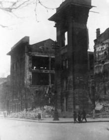 Пушкинская угол Малой Арнаутской, руины табачной фабрики, 1944 г.