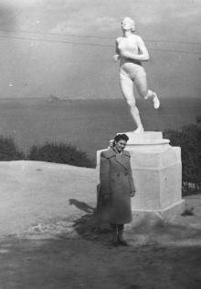 Одесса. Ланжерон. Скульптура спортсменки. 1950-е гг.