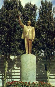 Памятник В.И. Ленину при въезде на ул. Московскую
