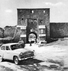 Главные ворота и мост, ведущие в крепость. Фотография в буклете «Белгород-Днестровская крепость». 1961 г.