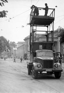Ул. Комсомольская, на заднем плане кинотеатр «Родина». 1972 г.
