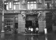 Пассаж. Магазины центрального универмага. Вход с ул. Дерибасовской, 33. Одесса, август, 1958 г.