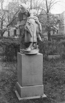 Скульптура «Пастух и пастушка» в Лермонтовском санатории. Одесса. 1960-е гг.