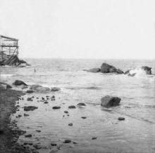 Берег на Малом Фонтане. Слева видна морская беседка дачи Дунина. Фотография со стереопары