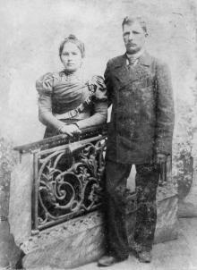 Никита Леонтьевич и Мария Захаровна Езеровы, родители Петра, ок. 1900 г.
