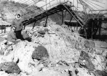 Купальный мостик санатория им. Чкалова в месте максимальных деформаций после оползня 1963 года. Фотография из отчета Одесской оползневой станции. 14 октября 1963 г.