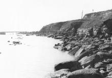 Вид на юг после катастрофической подвижки 1963 года. Заметно видна деформация мостика санатория им. Дзержинского. Фотография из отчета Одесской оползневой станции. 14 октября 1963 г.