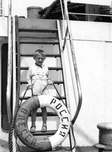 На теплоходе «Россия». Фото из архива Ирины Корпусовой. Одесса. Середина 1950-х гг.