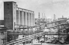Общий вид завода. Фото в брошюре «Одесский суперфосфатный завод», 1986 г.